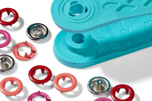 KIT 21 BOUTONS PRESSION 8 MM ROUGE
