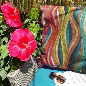 Envie d'une ambiance estivale & ethnique ? 🌞🌴🌵🎆🌺 . Chez TISSUS PLUS nous vous proposons un large choix de TOILES EXTÉRIEURES pour habiller de soleil vos SALONS DE JARDIN 🌿 . Toiles déperlantes, anti-UV, anti-tâches 💞 . Tissu Kenya Oeko-Tex 100% dralon 1m60 de largeur à retrouver en magasins et sur www.tissusplus.com ! . #dralon  #summer  #summertime  #toilesexterieures  #uv  #tissuexterieur  #soleil  #ete2020  #salondejardin  #coussin  #ameublement  #cosy  #ethnique  #kenya