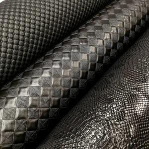Quelle confection feriez-vous avec ces similis cuirs noir à effet de matière ??  #accessoires #mode #similicuir #tissusaddict #fauxcuir #skai #noircestnoir #tissuaddict #instacouture #lovefabric