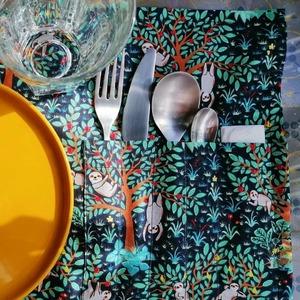Manger joli et écolo !! 😍🌍 . Superbes sets pliables pour emmener vos couverts de pique-nique 🌱🍴🌈 . BRAVO pour ces réalisations @ateliermorganetoulouse, on adore ! 😋👏👏👏 . ▪ Misaki fleurs ▪ Paresseux