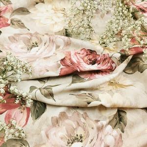Un soupçon de romantisme 🌹  Que vous inspire ce tissu aux tons pastels pour vos créations ?  #romantisme #tissu #roses #passiontissu #coutureaddict #decointerieur #homesweethome #ameublement #tonpastel
