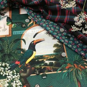 Plongez dans l'Ambiance Explorateurs avec ce magnifique tissu rappelant les {Cabinets de Curiosités} !  . 🌎🌴🚢🔎📖🚙 . ▪ Coton imprimé Curiosité ▪ Coton imprimé Ombilo cyprès/emeraude ▪ Tissu écossais . . . #cabinetdecuriosités  #ambiancemystere  #tropical  #toucan  #papillon  #palmiers  #boutons  #fleurs  #gypsophile  #timbre  #tourdumonde  #voyage  #20e  #plancheadessin  #explorateurs  #gravure  #ameublement