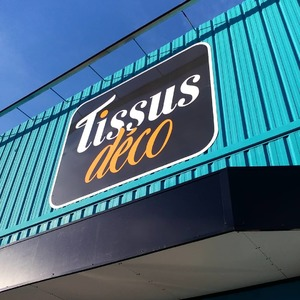 Notre magasin à la Valette-du-Var (83) devient : TISSUS DÉCO ! ✨🎉🌟  Vous y trouverez des tissus, de la contre-marque, de la mercerie à gogo et des carrés déco pour toutes vos créations couture !  👌✨👍✂  Retrouvez toutes les actualités sur @tissusdeco et sur FB !   📍 À côté de l'Avenue 83 ! 🚗 Parking privatif  🏢 À côté de Casa & Poltronesofa  #magasindetissu  #mercerie  #contremarque  #tissu  #fabric  #creation  #loisirscreatifs  #cotonbio  #polyester  #ameublement  #rideaux  #voilage  #similicuir  #tapissier  #laine  #feutrine  #lavaletteduvar  #var  #avenue83  #coutureaddict  #tissuaddict
