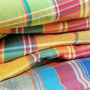 ⭐ EXCLUSIVITÉ WEB 🖱️  🌍🌴 Comme une envie de s'évader dans les îles !  Voici nos tissus Madras, pour mettre du soleil dans vos accessoires et vêtements 😍  #madras #vacances #iledelareunion #guadeloupe #passiontissu #tissu #machineacoudre #coutureaddict #couturezerodechet