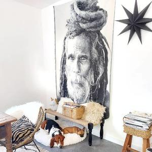 Ajoutez une touche d'originalité et de douceur dans votre intérieur, comme @lili_and_craps !  Ambiance bohême avec notre motif placé grande taille 140x220cm en jacquard et couleurs douces rehaussées de touches de noir 😍🤗