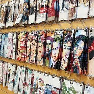 Retrouvez dans chacun de nos magasins et sur notre site web, un large choix de MOTIFS PLACÉS ! ✨👌 Pour la confection de vos coussins, sacs tote bag ou bien la customisation de vos vêtements 😍 . 🌈🌈🌈 L'imagination n'a pas de limite ! 🌈🌈🌈 👉 Montrez-nous vos créations de compet' avec  #tissusplus 😍
